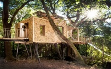 บ้านสวนสไตล์รัสติค หลังคาทรงจั่ว เป็นที่พักผ่อนที่อิงแอบธรรมชาติได้อย่างดี