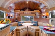 ไอเดียตกแต่งภายใน ด้วยไม้และเครื่องหนังสุดหรู สำหรับรถบ้าน-ห้องขนาดเล็ก