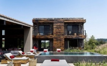 บ้านโมเดิร์นสีเทา กลางพื้นที่ธรรมชาติ ดีไซน์โปร่งโล่ง เย็นสบายสุดๆ