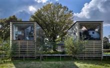 บ้านตากอากาศสไตล์โมเดิร์น โครงสร้างไม้ ผนังโปร่งโล่ง โชว์ภายใน