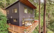 บ้านไม้กลางป่า หลังคาเพิงหมาแหงน เฉลียงพักผ่อนกับบรรยากาศที่ร่มรื่น