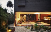 บ้านโมเดิร์นสองชั้น ออกแบบด้วยวัสดุทันสมัย