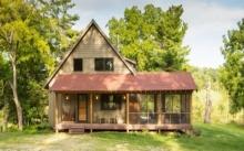 บ้านคอทเทจพร้อมเฉลียง ตกแต่งด้วยไม้ ให้อารมณ์ที่อบอุ่น