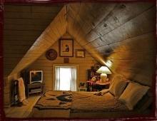 ไอเดียเปลี่ยนมุมอับใต้หลังคา ให้เป็นห้องนอนฮิปสเตอร์