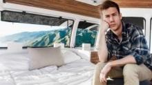 หนุ่มวัย 23 แปลงรถตู้เก่าให้เป็นรถบ้าน ออกเดินทางทำหนัง