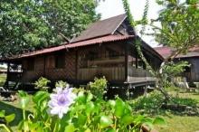 บ้านไม้ยกพื้นสไตล์โบราณ อลังการงานไม้แบบดั้งเดิม